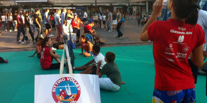 Sitting Volley - Esibizione Piazza Salotto (1)