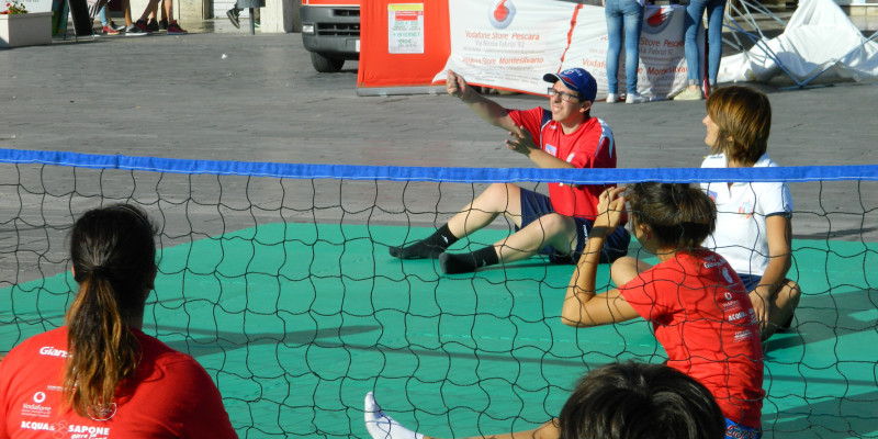 Sitting Volley - Esibizione Piazza Salotto (3)