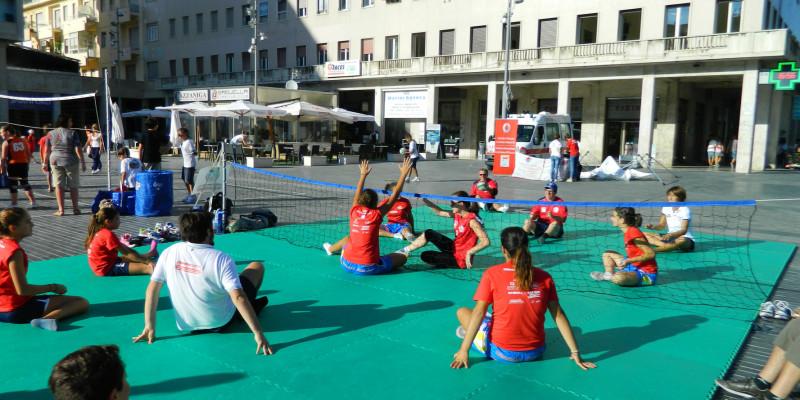 Sitting Volley - Esibizione Piazza Salotto (4)